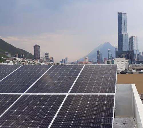 Sistemas fotovoltaicos para obtener energía solar en San Pedro, Nuevo León