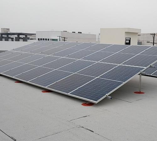 Instalación comercial de paneles solares en Monterrey
