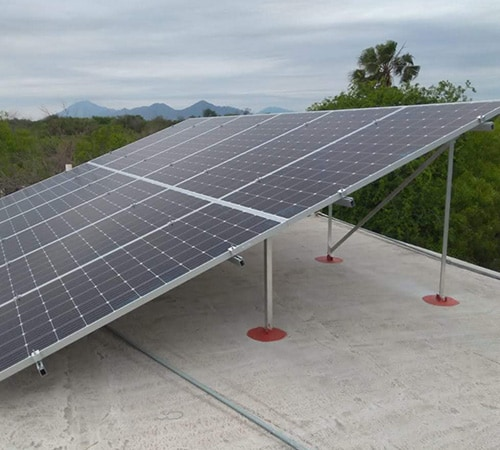 Instalación de paneles solares en Salón de Eventos
